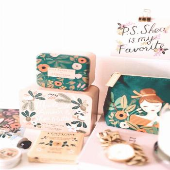 love this colorful, cute and joyful packaging. A floral brand that puts you in a great mood through