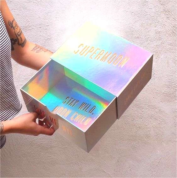 Holographic Design Most Cool and Mesmerizing Graphics - Indieground Design